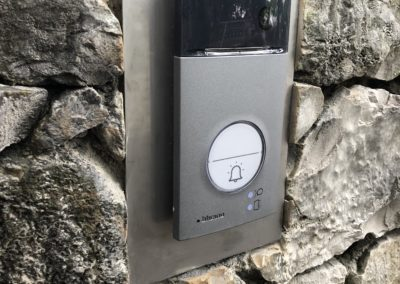 instalaltion d'un interphone dans la pierre